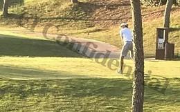 Mặc kệ Real thua muối mặt, Gareth Bale điềm nhiên đi đánh golf