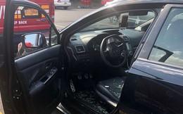 Bị bố bỏ quên trong xe hơi, cậu bé may mắn được giải cứu kịp thời
