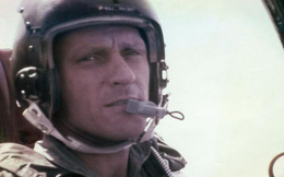 Phi công Mỹ đưa hài cốt cha tham chiến ở Việt Nam trở về sau 52 năm