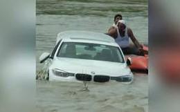 Không được tặng siêu xe Jaguar, chàng trai đẩy BMW mới tinh xuống sông