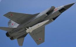 Nga phô diễn sức mạnh của tên lửa siêu thanh Kinzhal trên tiêm kích MiG-31K