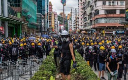 """Hồng Kông """"chênh vênh bên vực thẳm"""" nhưng ông Tập Cận Bình không có lựa chọn nào hoàn hảo?"""