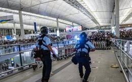 """Phóng viên Hoàn Cầu bị bắt trói, Lục quân TQ khoe dàn xe bọc thép kèm lời đe dọa: """"Từ Thâm Quyến tới Hồng Kông chỉ mất 10 phút"""""""