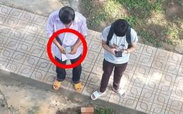 Ngày nhập học, cha đếm từng đồng tiền lẻ rồi dúi vào túi con trai - hình ảnh gây nhiều tranh luận