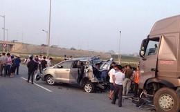 Thực nghiệm vụ lùi xe trên cao tốc: Xe container có tránh được xe Innova?