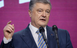 """""""Tổng thống Ukraine""""... trên giấy: Bản kê khai hé lộ thu nhập khủng của cựu TT Poroshenko giữa hàng loạt bê bối"""