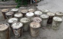 Hải Phòng: Phát hiện 27 thùng chất thải dưới kênh nước phục vụ dân sinh
