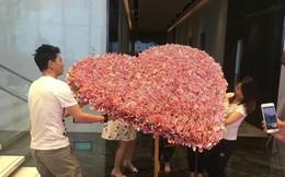 Bạn trai nhà người ta chưa bao giờ làm tôi thất vọng: Xếp 1 tỷ đồng thành hoa tặng sinh nhật bạn gái