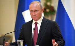 """Biểu tình rung chuyển Moskva: TT Putin tố phe đối lập tranh cử """"gian dối"""", người chết rồi vẫn kí được tên"""