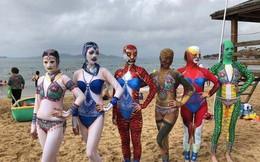 Phụ nữ Trung Quốc chuộng đồ bơi kín mít siêu dị khi đi biển