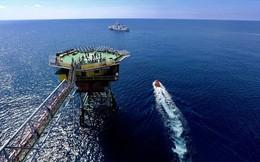 """Chiến thuật nguy hiểm của Trung Quốc ở Biển Đông: """"Cháo nóng húp quanh""""!"""