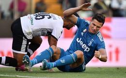 """Ronaldo nếm """"đòn đau"""" từ VAR trong ngày Juventus thắng chật vật trên sân khách"""
