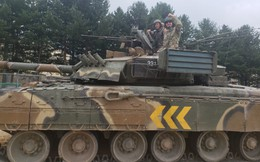 Lính Mỹ thích thú khi được lái thử xe tăng T-80 của Nga