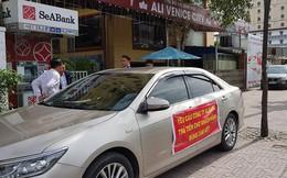 Khách hàng đến trụ sở Alibaba căng băng rôn đòi tiền