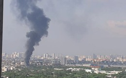 Cháy xưởng sản xuất linh kiện điện tử giữa Hà Nội, 1 ôtô, 1 xe máy bị thiêu rụi