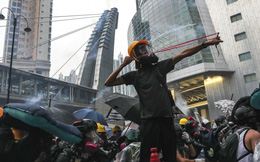 Hong Kong sẽ cấm tổ chức biểu tình sau vụ đụng độ khiến cảnh sát dùng vòi rồng, bắn chỉ thiên