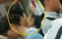 Hồn nhiên hôn nhau trên tàu điện ngầm, cặp đôi hứng đủ 'gạch đá' từ MXH