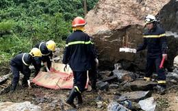 Bắc Kạn: Hàng chục tảng đá lớn sạt xuống quốc lộ đè trúng hai bà cháu, một người chết