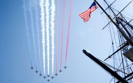 Phi đội Mũi tên đỏ trình diễn ngoạn mục trên thác Niagara