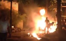 Thấy con trai 5 tuổi bị lửa bao trùm, mẹ nhảy vào cứu  khiến cả 2 bỏng nặng