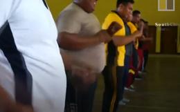 """Đột nhập lớp học """"triệt mỡ"""" dành riêng cho cảnh sát béo phì tại Indonesia"""