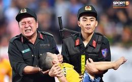 Đại uý CSCĐ tỉnh Nam Định kể lại giây phút bé trai bị co giật cắn, nghiến tay mình