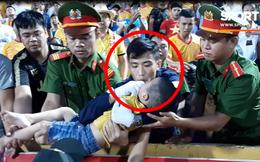 Đồng chí cảnh sát kể lại giây phút đầu tiên khi phát hiện bé trai co giật trên sân Thiên Trường