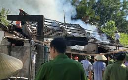 Nghệ An: Suốt 4 năm, một gia đình không dám ngủ vì nhà liên tục cháy sau tờ giấy nguệch ngoạc dán trước cửa