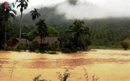 Mưa lũ bủa vây trường học, nhà cửa tại Cát Tiên (Lâm Đồng)