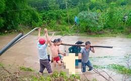 Mưa lớn kéo dài, một người đàn ông bị nước cuốn trôi