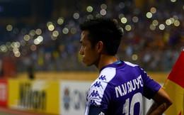 """Một tháng trước ngày đấu Thái Lan, HLV Park Hang-seo nhận liền 3 món quà từ """"chàng trai tháng 9"""""""