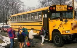 Các nước ngăn học sinh bị bỏ quên trên xe đưa đón: Cài báo động, lắp thiết bị 'phát hiện trẻ ngủ quên'
