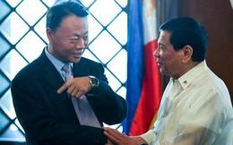 Chưa kịp đến Bắc Kinh khoe thắng kiện biển Đông trước ông Tập, TT Duterte đã bị nắn gân