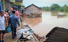Sụt lún nghiêm trọng làm sạt lở 9 căn nhà xuống sông ở Sóc Trăng