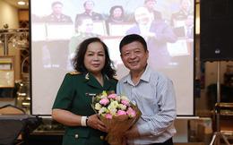 NSND Quang Thọ, Đỗ Hồng Quân tới chúc mừng ca sĩ Rơ Chăm Phiang đạt danh hiệu NSND