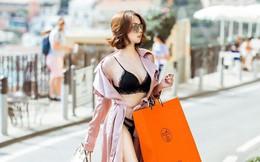 Ngọc Trinh mặc nội y táo bạo, xách túi hiệu đắt đỏ trên đường phố nước ngoài