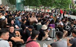 Dân Việt đổ về Apple Store, mang theo vali xếp hàng trước giờ mở bán iPhone 11