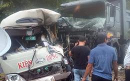 Xe khách đấu đầu xe ben trên dốc Thị khiến 6 người bị thương