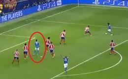 Tình huống hàng thủ chắc chắn nhất thế giới tá hỏa bủa vây Ronaldo trong vòng cấm nhưng đâu biết họ đã mắc sai lầm lớn