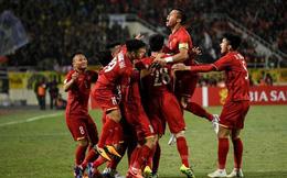 Thủ tướng động viên đội tuyển Việt Nam trước trận đấu với Thái Lan