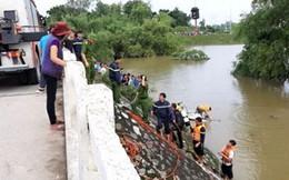 Thanh Hóa: Taxi lao xuống sông trong đêm, 2 người mất tích
