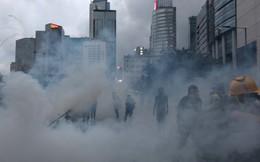 """Tân Hoa Xã nói biểu tình Hồng Kông mở đường đưa cách mạng màu vào Đại lục, đe dọa """"hồi kết đang tới"""""""