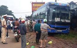 Xe khách mất lái gây tai nạn liên hoàn, tông  hai người đàn ông tử vong
