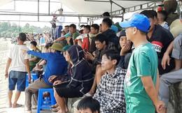 Người dân trên bờ cầu nguyện phép màu đến trong vụ tàu cá nổ như bom làm 2 người tử vong