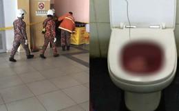 Phát hiện bồn cầu bị tắc và nước có màu đỏ, nữ lao công la hét chạy đi cầu cứu rồi phát hiện thi thể một em bé sơ sinh