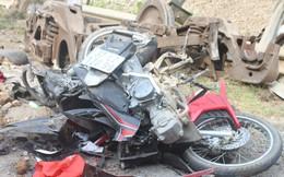 Tai nạn lật 4 toa tàu: Toa tàu văng ra đè nát xe máy đi trên đường, 1 người trọng thương