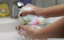 Bé 6 tuổi đã lây bệnh phụ khoa: BS phát hiện thủ phạm là sai lầm khi giặt đồ nhiều mẹ mắc