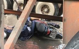 Tránh đoạn đường ngập nước, người đàn ông bị xe container cán chết tại chỗ
