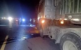 Va chạm với xe container, 2 thợ xây tử nạn trên đường về nhà khi trời tối