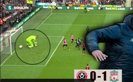 """Liverpool được """"biếu không"""" chiến thắng nhờ sai lầm tai hại của thủ môn đối phương"""